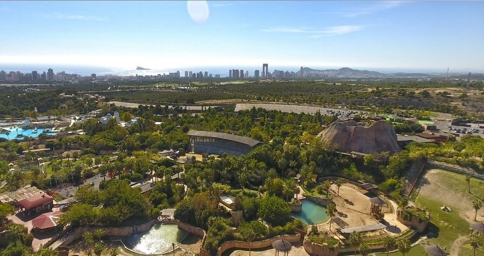 Vistas aéreas del resort magic natura animal, waterpark resort benidorm