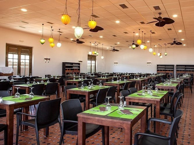 Restaurante 'tuvalu 2' magic natura animal, waterpark resort benidorm